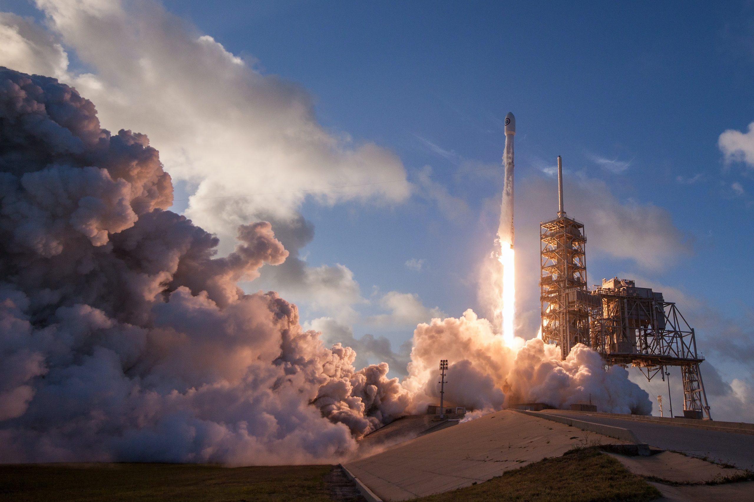 SpaceX Lancar